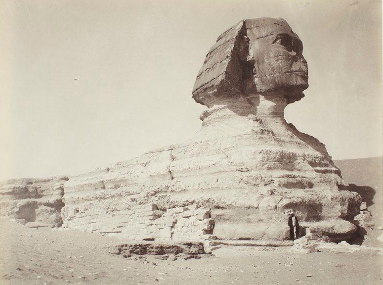 Sphinx als Symbolbild für alte Fotographie